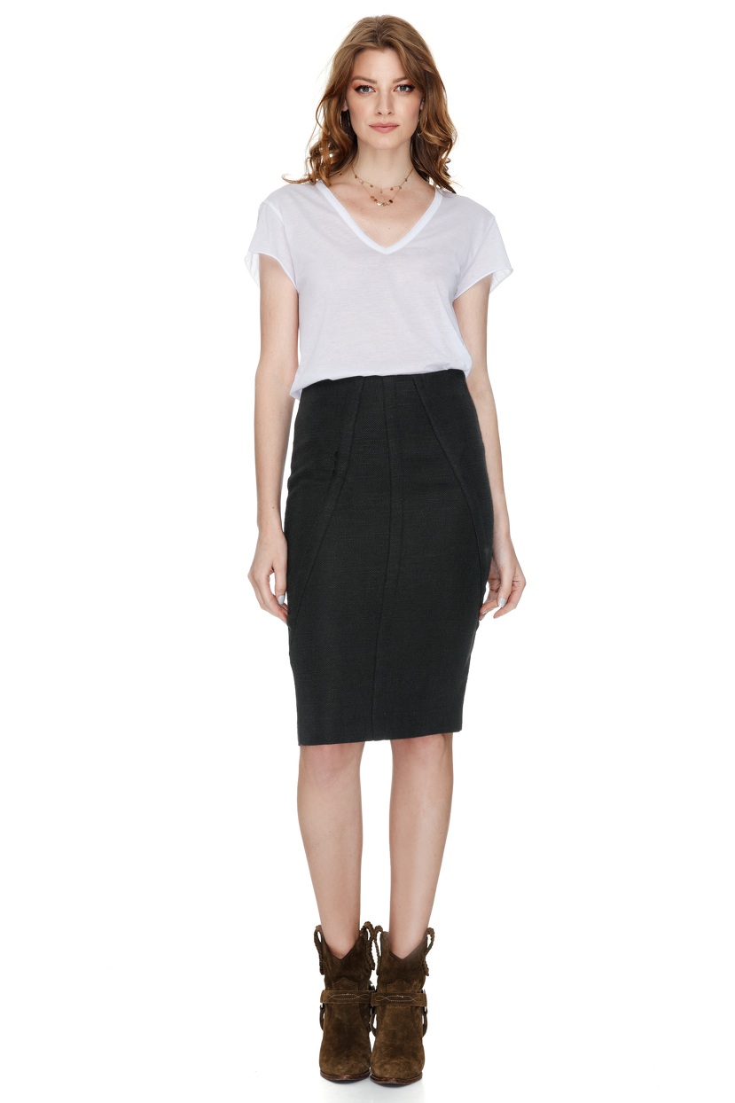 Casual Pencil Skirt Looks When I need to dress professionally, which is rare anymore, I usually reach for a pencil skirt. When I worked as a recruiter in San Francisco back in the 's, pencil skirts were my favorite thing to wear to the office.